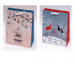 Gift bags, matt paper 157 g / m2, ribbon.