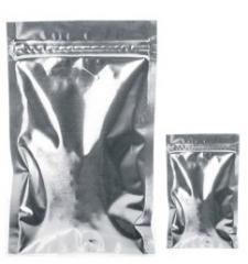 Saszetka aluminiowa, foliowa z zamknięciem strunowym i nadcinką ułatwiającą otwieranie do ziół, przypraw i innych produktów, nie przepuszcza zapachu, światła i wilgoci.