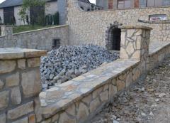 Ogrodzenia, altany, elementy dekoracyjne z kamienia.