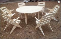 Praktyczny i elegancki zestaw mebli ogrodowych drewnianych