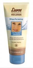 Łagodny krem myjący na bazie ziemi lessowej dogłębnie oczyszcza pory, nie przesuszając przy tym skóry