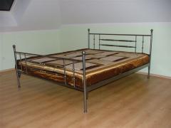 Łóżko 2