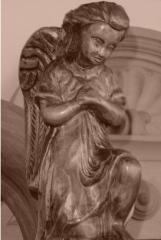 Figurki drewniane, płaskorzeźby ryte w dębinie.
