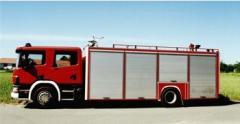 Wóz strażacki bojowy do gaszenia zczególnie groźnych pożarów np. instalacji elektrycznych będących pod napięciem w trudno dostępnych miejscach