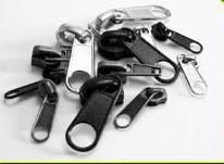 Metalowe i plastikowe akcesoria krawieckie
