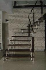 Schody na dystansach ze stali nierdzewnych/ schody