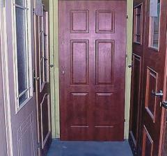 Stolarka okienna i drzwiowa.