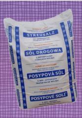 Sól drogowa z antyzbrylaczem   worek zamknięty z opisami  w języku polskim, niemieckim,  czeskim i słowackim.