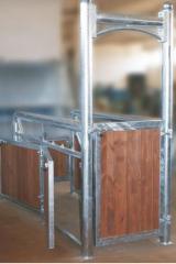 Akcesoria stajenne poskrom drewniany weterynaryjny