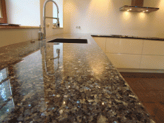 Tischplatten aus Naturstein