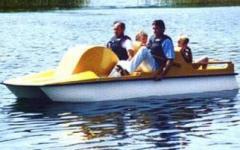 Rower wodny Brda, 2+2 osobowy o długości 3,8m i masie 140kg.