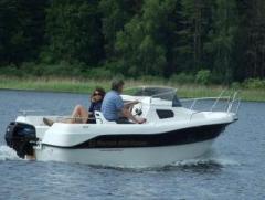 Łódż Marion 450 Cabine o długości 4,5m z silnikiem 60KM.