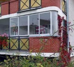 Doskonała bariera akustyczna- zabudowa balkonu.