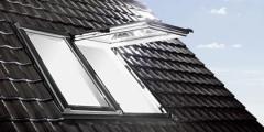 Uchylno-wysokoosiowe okno dachowe Designo R8