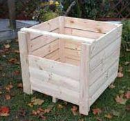 Skrzynie (skrzyniopalety) do transportu warzyw i owoców.