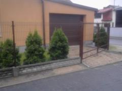 Producent ogrodzeń z siatki i z paneli na podmurówce betonowej różne wysokości powlekane ocynkowane