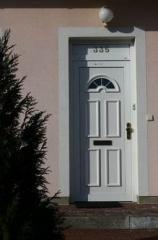 Drzwi zewnetrzne z PVC lub aluminiowe, w