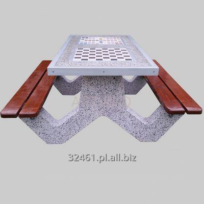 stol_betonowy_piknikowy_z_lawkami_blat_z_dwoma