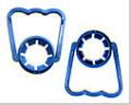 Rączki do baniaków typu PET przeznaczonych do przechowywania cieczy.