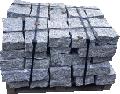 Kamień murowy- bloczki granitowe do budowy murków.