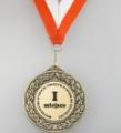 Medale bez uszka, które można umieścić w jednym z opakowań uniwersalnych, jak i medale z uszkiem przeznaczone do zawieszenia na tasiemce.