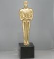 Oferta statuetek uniwersalnych obejmuje modele spośród których można wybrać odpowiedni wzór praktycznie na każdą okazję.