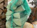 Wysokogatunkowe drewno kominkowe pakowane w worki.
