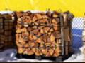 Drewno bukowe. Drewno takie bardzo długo się pali przy wysokiej temperaturze.