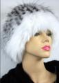 Czapki z lisa naturalnego na czapce wełnianej biała