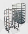 Wózki i regały wędzarnicze stosowane w przetwórniach wędlin jako technologiczny  środek transportu