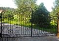 Bramy kute - typ ogrodzenia odgradzającego prywatną posesję, budynki instytucji publicznych lub zakład pracy