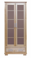 Witryna dwudrzwiowa z szufladą, naturalne drewno lakierowane.