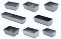 Solidne formy wypiekowe z blachy aluminiowej ze skośnym brzegiem.