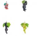 Sztuczne owoce winogron białych czerwonych i różowych.