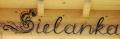 Kute elementy ozdobne układające się w niepowtarzalny napis lub reklamę.