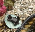 Super statue fountain Frog on a leaf bronze, made with attention to detail