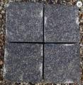 Kostka granitowa rożnych rodzajów, w różnych kolorach.
