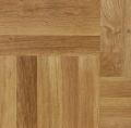 Parkiet dębowy do samodzielnego ułożenia na podłodze, prezentowany kolor standard.