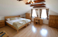 Meble z drewna dla hoteli, zajazdów i pensjonatów, oferujemy łóżka jedno osobowe i dwu osobowe a także łóżka piętrowe.