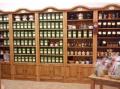 Regały drewniane sklepowe, wystawowe, do prezentacji towarów.