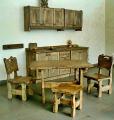 Kompletne wyposażenie jadalni: drewniane szafki, krzesła, blaty, stół, różne wymiary, indywidualne zdobienia.