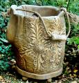 Unikalny kwietnik ogrodowy wykonany z drewna z ręcznie wykonaną rzeźbą- motyw może być dopasowany do wymogów klienta.