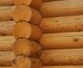 Altany i altanki wykonane z bala okrągłego, kwadratowego i typu sandwich z dachem pokrytym słomą lub wiórem osikowym.