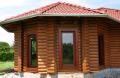 Oferujemy duże i mniejsze domy z bala okrągłego.