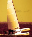 Nowoczesne łodzie relaksacyjne i katamarany.