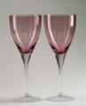 Piękne kielichy do wina o wzorze klasycznym i wzorze nowoczesnym.