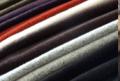 Tkaniny płaszczowe w mieszankach wełny z kaszmirem, alpacą, mohairem oraz przędzami typu boucle, duży wybór i ciekawa kolorystyka.