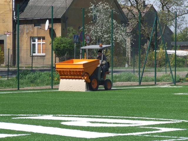 Zamówienie Renowacja i pielęgnacja nawierzchni ze sztucznej trawy