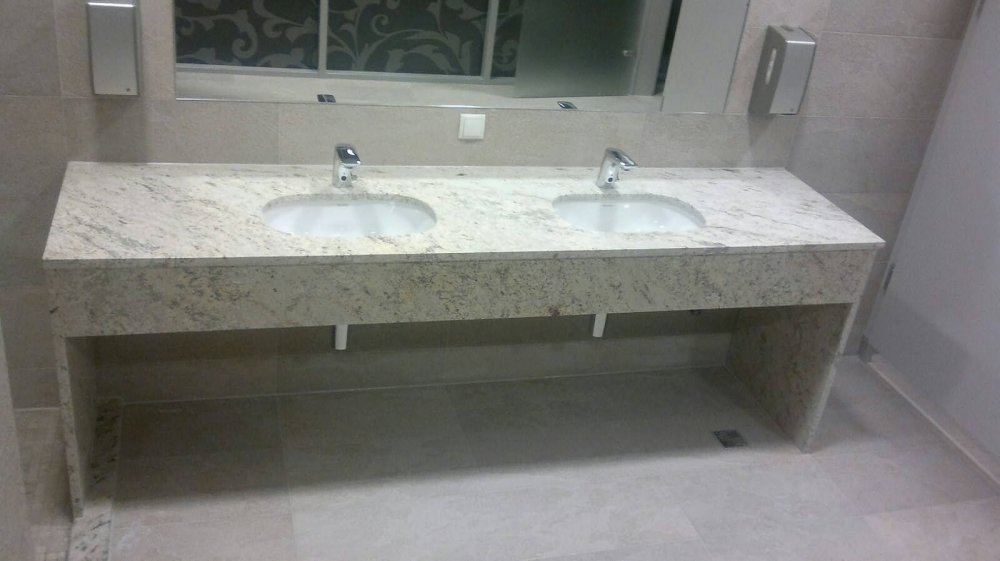 Zamówienie Producent parapetów, blatów kuchenny i łazienkowych oraz schodów z kamienia.