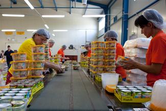 Zamówienie Konfekcjonowanie produktów w zestawy promocyjne okolicznościowe, upominkow